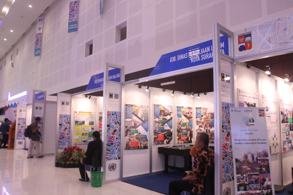booth pameran di exhibition hall